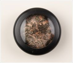 MAC Apres Chic Mineralize Eyeshadows Reviews, Photos, Swatches - Silver Birch