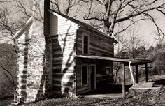 Beginning nearly three centuries ago, Scotch-Irish settlers built log cabins throughout Rockbridge County. More than 400 of these earliest of American homes still stand—some abandoned, others partially renovated or restored. Photography by Anne McClung and Ellen M. Martin