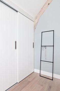 Diy Home : DIY: black clothes rack of tubes Bedroom Built In Wardrobe, Bedroom Closet Doors, Laundry Room Doors, Sliding Wardrobe Doors, Home Bedroom, Bathroom Closet, Sliding Door, Amazing Bathrooms, Home Deco