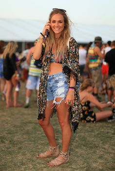 The most popular topper at a music festival? The breezy kimono-style jacket, sported by this bohemian concertgoer.