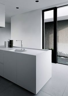. Minimalist Kitchen, Minimalist Interior, Minimalist Style, Interior Design Kitchen, Modern Interior Design, Tamizo Architects, Interior Minimalista, Beautiful Kitchens, Interiores Design