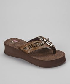 No sunny-weather wardrobe is ever complete without the unbeatable comfort of the flip-flop. This pair takes a favorite look to fashionable new heights with a platform wedge and a cross embellishment on the straps.Includesflip-flopsand carry bag1.75'' heel with 1.25'' platformMan-made
