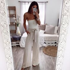 Gorgeous linen pant in a neutral oatmeal color for dreamy looks. Comes with tie around waist + pockets! Model is wearing Small! Summer Bar Outfits, Hot Outfits, Stylish Outfits, Linen Pants Outfit, Mode Pop, Italy Outfits, Cocktail Outfit, Warm Weather Outfits, Boutique Clothing