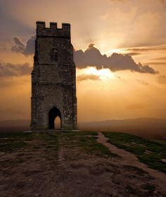 Glastonbury Tor in Glastonbury, Somerset, England Glastonbury Tor, Glastonbury Somerset, Prince, English Countryside, Great Britain, Places To See, Beautiful Places, Amazing Places, The Good Place