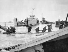 Commandos of 48 (RM) Commando coming ashore from landing craft at St Aubin-sur-Mer on Juno Beach, 6 June 1944., Handford (Lt)
