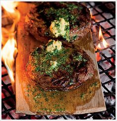 Beef Rump: Rump steaks on oak braai planks with mustard butter Braai Recipes, Steak Recipes, Cooking Recipes, South African Braai, Kos, Beef Rump, South African Recipes, Outdoor Cooking, Popular Recipes