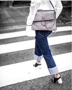 Outfit simple pero muy bien construido...Ideales los zapatos y el bloso Fay de Chloé