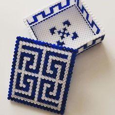Hama perler box tutorial by Arte per Te Perler Beads, Perler Bead Art, Fuse Beads, Melty Bead Patterns, Hama Beads Patterns, Beading Patterns, Perler Bead Disney, Bead Organization, 8bit Art