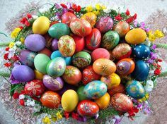Beautiful painted easter eggs in a basket Eggs In A Basket, Easter Baskets, Egg Alternatives, Greek Easter, Easter Story, Easter Brunch, Handmade Candles, Diy Crafts For Kids, Easter Crafts