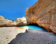 Cyclades is the most beautiful complex of islands in Greece since they have amazing beaches and wonderful villages with whitewashed houses.