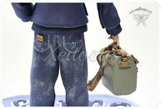 Fofucho personalizado con vaqueros, maletín, gafas, cazadora y camisa pintada a mano.  Todos mis trabajos están registrados y no está permitida su copia, por favor sé original.  www.xeitosas.com