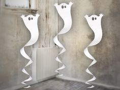 Halloween 1 Hängespirale Gespenst How Soon Should I Teach My Kid To Save? Diy Halloween Activities, Diy Deco Halloween, Theme Halloween, Halloween Crafts For Kids, Diy Halloween Decorations, Halloween 2019, Paper Decorations, Holidays Halloween, Decoration Party