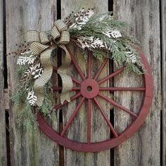 Wagon Wheel Kranzideen im Bauernhausstil 40 - Wreath Ideen 2020 Western Christmas, Country Christmas, Christmas Diy, Christmas Wreaths, Christmas Pictures, Western Wreaths, Country Wreaths, Wagon Wheel Decor, Wooden Wagon Wheels