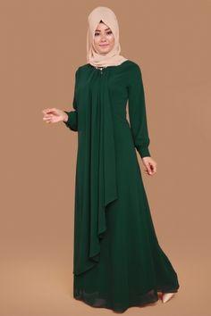 Chiffon Cap and Emerald Evening Dress Product Code: -> TL - Women's Fashion Abaya Fashion, Muslim Fashion, Modest Fashion, Fashion Dresses, Lovely Dresses, Simple Dresses, Model Baju Hijab, Abaya Designs Latest, Abaya Mode