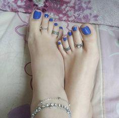 Black Toe Nails, Cute Toe Nails, Nice Toes, Pretty Toes, Feet Soles, Women's Feet, Long Toenails, Foot Love, Feet Nails