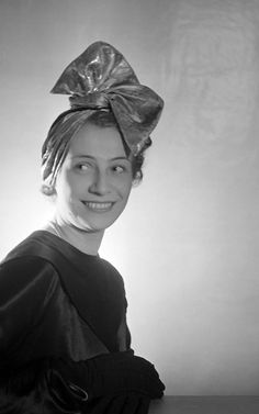 Caroline Reboux - Turban 'Gros Noeud' - 1937 Caroline Reboux, Suzy, Turban Hat, Hair Shows, The Crown, Head Wraps, Statue, Long Hair Styles, Fashion
