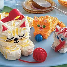 A purrfect treat: Mom Cat and Kitten Cakes #baking #cakes
