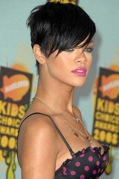 rihanna short haircut Short hairstyles for thick hair Bald Hairstyles For Women, Rihanna Hairstyles, Short Hairstyles For Thick Hair, Haircut For Thick Hair, Retro Hairstyles, Short Sassy Hair, Short Hair Cuts, Short Hair Styles, Rihanna Short Haircut