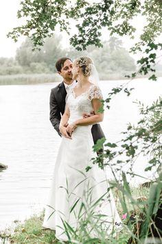 Wunderschöne Stimmung am See. Brautpaarshooting.