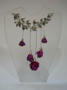 Collar corto con flores de campanas en rama Jewelry, Fashion, Short Necklace, Bell Jars, Color Combinations, Necklaces, Jewels, Flowers, Moda