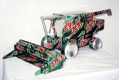 Tesscar Aluminum Craft -- Recycle your favorite beverage can into a work of art! Recycled Art Projects, Recycled Crafts, Craft Projects, Recycled Clothing, Recycled Fashion, Aluminum Can Crafts, Metal Crafts, Pop Can Art, Pop Can Crafts