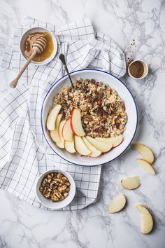 apples and raisins porridge