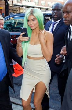 Kylie Jenner Shows Off New Green Hair, Mom Kris Speaks Out About Her Lip Injections: Photo Kylie Jenner bares some midriff while attending the grand opening of Sugar Factory American Brasserie on Wednesday night (September in New York City. Kylie Jenner Snapchat, Kylie Jenner Workout, Kylie Jenner Pictures, Kylie Jenner Green Hair, Kylie Jenner Look, Kylie Jenner Website, Jonathan Cheban, Lip Injections, New Green