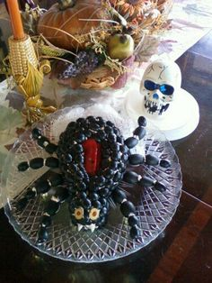 Halloween Spider Cheese Ball - 2 pkg cream cheese, chopped green olives with… Gross Halloween Foods, Halloween And More, Halloween Dinner, Halloween Goodies, Halloween Food For Party, Halloween Desserts, Halloween Spider, Halloween Candy, Happy Halloween
