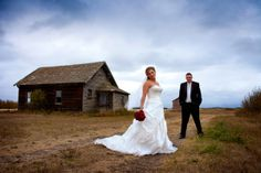 Learn digital camera operation, off camera flash, features of wedding photography, portrait photography, travel photography, night photography, HDR photography, available light photography and other fields in the pristine environments offered by our Edmonton school grounds.