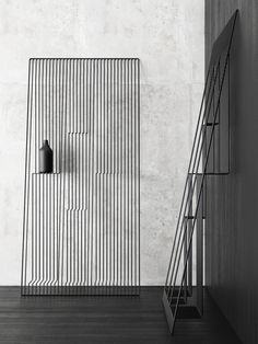 Minimalissimo magazine is a celebration of minimalism in design, showcasing the finest examples of architecture, interiors, furniture, and homewares. Shelving Design, Shelf Design, Display Design, Store Design, Interior Architecture, Interior And Exterior, Cool Furniture, Furniture Design, Furniture Outlet