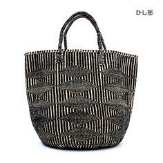 とても丈夫なことからロープなどに使用されるサイザル(リュウゼツラン科の植物)で作られたかごバッグ。