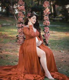 Elegant Maternity Dresses, Maternity Shirt Dress, Maternity Dresses For Photoshoot, Cute Maternity Outfits, Maternity Gowns, Maternity Styles, Studio Maternity Photos, Maternity Photography Outdoors, Maternity Pictures