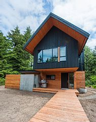 Tofino Vacation Rental - VRBO 555587 - 2 BR Vancouver Island Cabin in Canada, 2 Bedroom Cabin with Hot Tub. - love the design! Building A Small Cabin, Building A House, Cabins And Cottages, Small Cabins, Getaway Cabins, Modern Architects, Log Homes, Tiny Homes, Cabin Rentals
