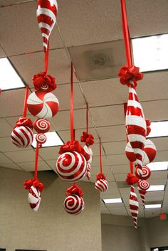 48 Amazing Hanging Ornament Ideas To Add Enliven Christmas Day Large Christmas Ornaments, Candy Land Christmas, Christmas Balloons, Hanging Ornaments, Easy Ornaments, Christmas Ceiling Decorations, Candy Cane Decorations, Balloon Decorations, Library Decorations