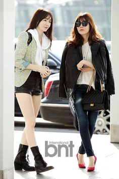 Davichi kpop duo Group airport fashion
