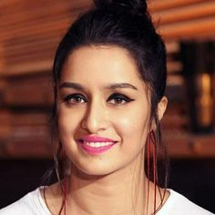 Shradha Kapoor Top 10 Bollywood Actress, Beautiful Bollywood Actress, Bollywood Actors, Beautiful Indian Actress, Bollywood Celebrities, Bollywood Fashion, Prettiest Actresses, Beautiful Actresses, Shraddha Kapoor Cute