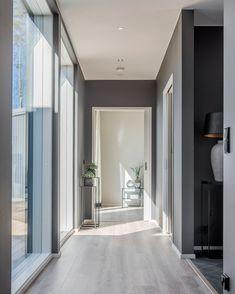 Valoisa eteiskäytävä Decor, Furniture, House, Interior, Oversized Mirror, Home Decor, Vista, Mirror