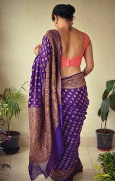 Saree Blouse Neck Designs, Saree Blouse Patterns, Fancy Blouse Designs, Saree Poses, Saree Photoshoot, Indian Beauty Saree, Indian Sarees, Silk Sarees, Stylish Sarees