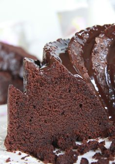 Chocolate cake: moist and fluffy recipe with cream and buttermilk Desserts Around The World, Cake Receipe, Chocolate Desserts, Chocolate Cake, Gourmet Cakes, Buttermilk Recipes, Cheesecake Desserts, Moist Cakes, Apple Recipes