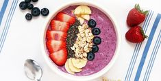 a prepared Berry Banana Smoothie Bowl meal
