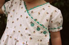 ric rac dress tutorial too adorable! Ric rac and button love! Sewing For Kids, Baby Sewing, Free Sewing, Fabric Sewing, Dress Tutorials, Sewing Tutorials, Sewing Projects, Clothing Patterns, Sewing Patterns