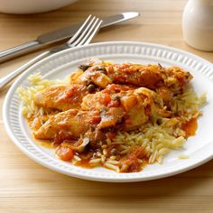 Grecian Chicken Recipe -The caper, tomato and olive flavors whisk you away to the Greek isles in an easy skillet dish that's perfect for hectic weeknights. Turkey Dishes, Turkey Recipes, Chicken Recipes, Dinner Recipes, Chicken Ideas, Baked Chicken, Brining Chicken, Grecian Chicken Recipe, Greek Dishes