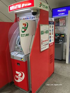 7 eleven bank ATM machine located in train shopping mall.