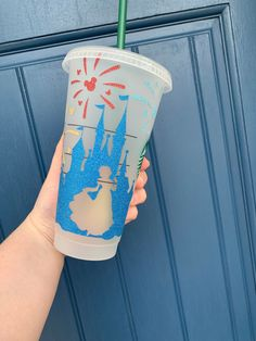 Disney Starbucks, Starbucks Venti, Custom Starbucks Cup, Disney Cups, Disney Diy, Disney Crafts, Aladdin Mugs, Disney Water Bottle, Mickey Balloons