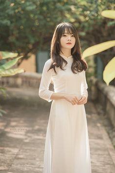 Vietnamese Dress, Korean Dress, Beautiful Girl Photo, Beautiful Asian Women, Poker Online, Cute Asian Girls, Ao Dai, White Girls, Aesthetic Girl