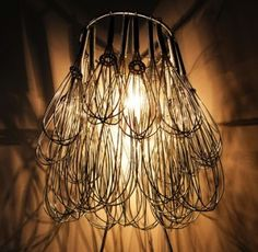 Wire Whisk Chandelier - a great idea for kitchen lighting :-) Eclectic Chandeliers, Diy Luminaire, Unique Lighting, Funky Lighting, Lamp Shades, Restaurant Design, Decoration, Lamp Light, Light Fixtures
