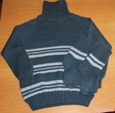 Добрый день всей стране!  Связала внуку свитер, получился почти Family look style. Разница лишь в горловине.  Свитер с воротником гольф защитит нашего непоседу от ветра и холода.