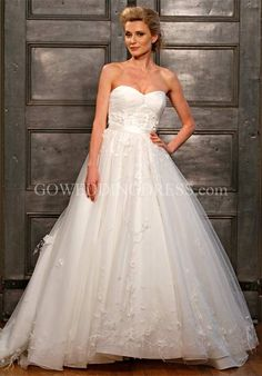 Or maybe this one... I don't care if I elope or just go to the courthouse but I WILL wear this dress :)