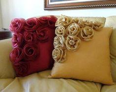 Pillow Crafts, Diy Pillows, How To Make Pillows, Sofa Pillows, Throw Pillows, Bed Cover Design, Cushion Cover Designs, Diy Crafts For Home Decor, Diy Arts And Crafts