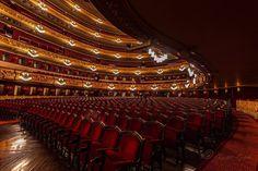 Quan es baixa el teló...... #Liceu @liceu_opera_barcelona #opera #theatre #barcelona #turisme #catalunya_experiencie #info_catalunya #lights #music #architecture #velvet